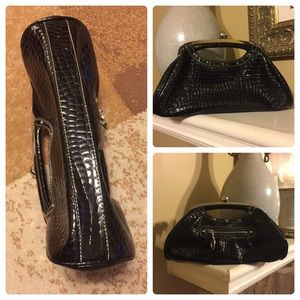 ***Kathy Van Zeland***Evening Clutch 👛.